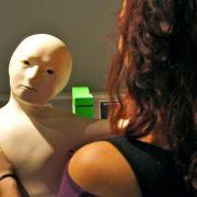 Menschenähnliche Roboter: mit geneigtem Kopf freundlicher (Foto)