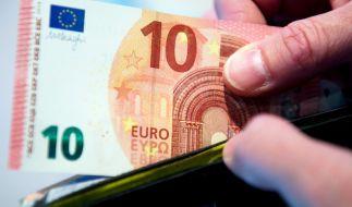 Fast 13 Jahre nach ihrer Einführung erhält die Zehn-Euro-Banknote ein Facelift. (Foto)