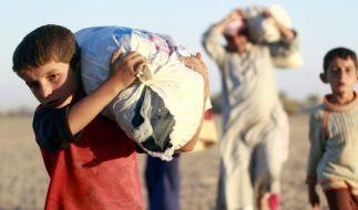 Flüchtlingsstrom in die Türkei vor ISreißt nicht ab (Foto)