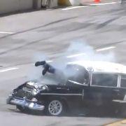 Dass der Rennfahrer diesen Horrorcrash überlebte, grenzt an ein Wunder.
