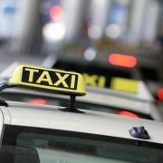 Verband: Mindestlohn bedroht tausende Taxifahrer (Foto)