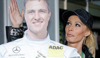Und, Tschüß! Für Cora ist Ralf Schumacher nur noch eine Pappfigur. (Foto)