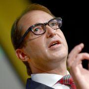 Verkehrsminister Dobrindt will Regelbetrieb für Riesenlaster (Foto)