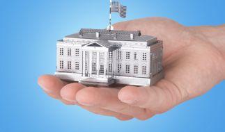 Weltberühmte Bauwerke, die in eine Hand passen: Die kniffligen Metallmodelle machen es möglich. (Foto)