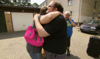 Beim Abschied von Steffi kann auch der stolze Papa seine Tränen nicht mehr unterdrücken. (Foto)