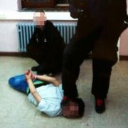 Sicherheitskräfte misshandeln Flüchtlinge inAsylunterkunft (Foto)