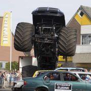 Monster-Truck fährt bei Autoshow ins Publikum: Zwei Tote (Foto)