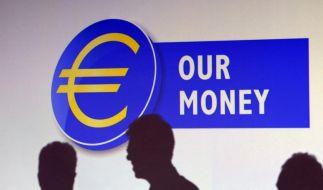 Euro fällt erstmals seit zwei Jahren unter 1,26 Dollar (Foto)