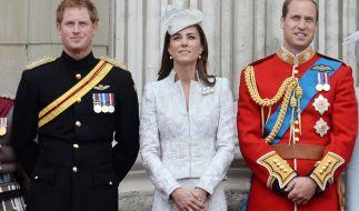 Die jungen Royals (von links): Prinz Harry, Herzogin Kate und Prinz William. (Foto)