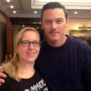 News.de-Redakteurin Susett Queisert traf Luke Evans in Berlin zum Interview.