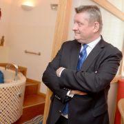Gröhe will Hebammen-Haftpflicht dauerhaft bezahlbar machen (Foto)