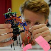 Schüler lassen ihre selbstgebastelten Satelliten starten (Foto)