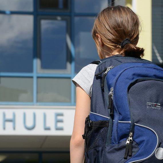 Affäre mit 14-jähriger Schülerin - Ethik-Lehrer vor Gericht! (Foto)