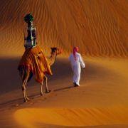 Jetzt auch noch mit dem Kamel durch die Wüste (Foto)