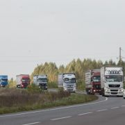 Entwicklungsminister Müller übergibt Winterhilfe an Ukrainer (Foto)