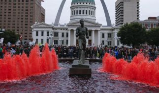 Unruhen nach Protesten gegen Polizeigewalt in St. Louis (Foto)