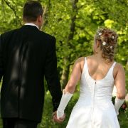 Braut lässt sich von kleinwüchsigem Stripper schwängern (Foto)