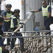 Polizei in Hongkong räumt Barrikaden (Foto)
