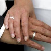 Bräutigam am Hochzeitstag totgefahren (Foto)