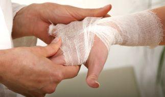 Versicherungsbetrug: Mann hackt sich Finger ab (Symbolbild). (Foto)