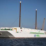 Schwimmendes Flüssiggas-Kraftwerk für Kreuzfahrtschiffe getauft (Foto)