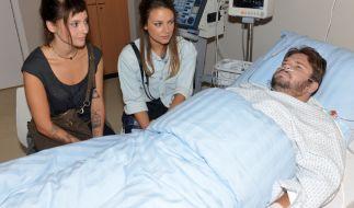 Anni (Linda Marlen Runge, l.), Jasmin (Janina Uhse) und Tuner (Thomas Drechsel). (Foto)