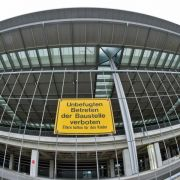 Gericht spricht Berlins Ex-Flughafenchef eine Million Euro zu (Foto)