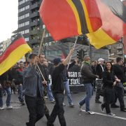 Mehr als 4.500 Demonstranten gingen in Köln auf die Straße, um gegen Salafisten zu demonstrieren.
