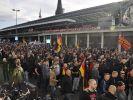 Tausende Hooligans zogen in Köln durch die Straßen. (Foto)