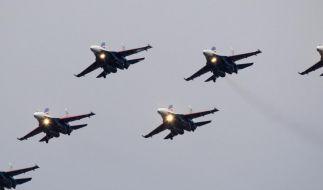 Russisches Militär fliegt ungewöhnliche Manöver über Europa (Foto)