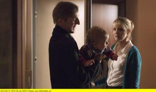 Arne (Andreas Schmidt) zu Besuch bei Jeanette (Laura Tonke) und ihrem Sohn Bruno (Bennet Mahler). (Foto)