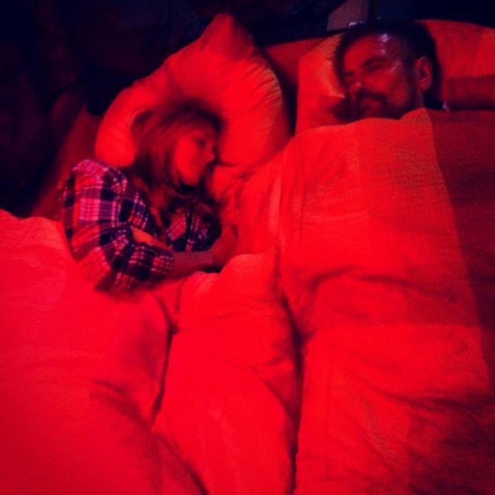 Heidi Klum im Bett mit ihrem Vater (Foto)