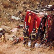 Bus in Spanien stürzt Böschung hinab: Mindestens 14 Tote (Foto)