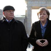 Merkel empfängt Gorbatschow im Kanzleramt (Foto)