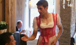Wegen einer verlorenen Wette zwängte sich Thomas Müller in ein Dirndl. (Foto)