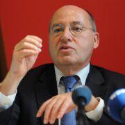 Israel-Kritiker verfolgt Gysi bis auf Bundestagstoilette (Foto)