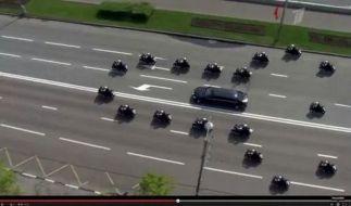 Eine Eskorte wie gemacht für Kreml-Chef Putin. (Foto)