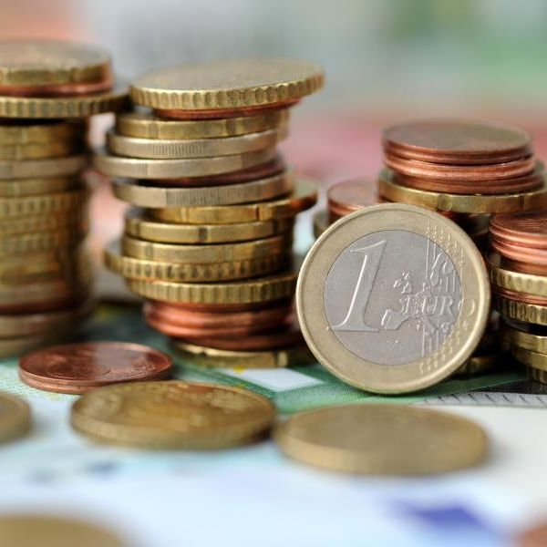 Neue Gesetze 2015: Hier zahlen Sie weniger und bekommen mehr (Foto)