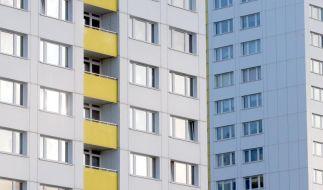 In einem Münchener Mehrfamilienhaus lag eine Rentnerin fünf Jahre lang tot in ihrem Ehebett. (Symbolbild) (Foto)
