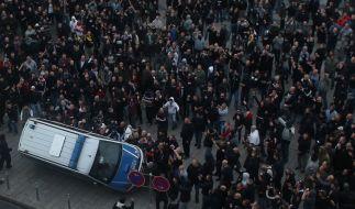 Die Hooligans gegen Salafisten-Demo in Hannover findet statt. Die Auflagen sind hoch, die Polizei erhofft sich wenig Gewalt. (Foto)