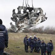 Experten sammeln Trümmerteile von Flug MH17 in Ostukraine (Foto)