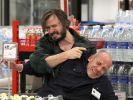 Holm Bielfeldt (Daniel Christensen, li.) hat einen Supermarkt überfallen und den Securitymann (Ralf Beckord) in seine Gewalt gebracht. (Foto)