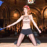 Femen-Protest! Nackte Brüste für den Papst (Foto)