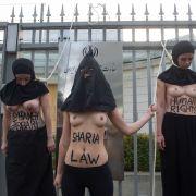 Femen-Frauen protestieren gegen Hinrichtung im Iran.