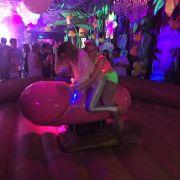 Porno-Party! So wild lässt es Miley Cyrus krachen (Foto)