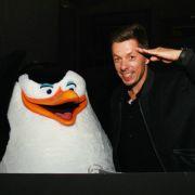 Michi Beck spricht Skipper, den ständig plappernden Anführer der Pinguine.