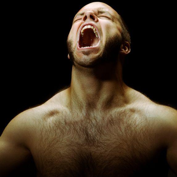 Hodenriss! Mann wird von Freund gebissen (Foto)