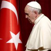 Papst besucht Hagia Sophia und betet in blauer Moschee (Foto)