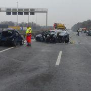 30 Fahrzeuge in Massenkarambolage nach Blitzeis verwickelt (Foto)
