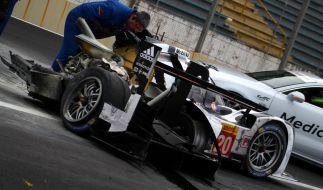 Der Porsche von Mark Webber wurde bei dem Unfall völlig zerstört. Kaum zu glauben, dass der Fahrer mit leichten Verletzungen davon kam. (Foto)
